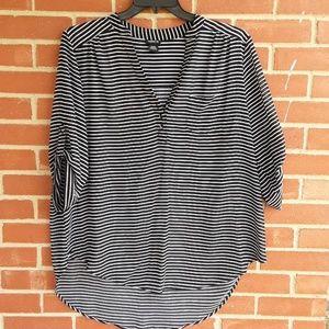 ❤2 for $20 sale! Torrid 1 1X semi sheer blouse
